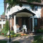 Sharon's Lakehouse Bed & Breakfast