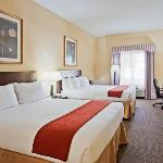 Holiday Inn Express Sebring Queen Bed Guest Room
