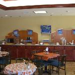 Holiday Inn Express Sebring Breakfast Bar