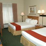  Palm Coast Hotel - Queen Bed Guest Room
