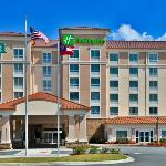 Valdosta GA Holiday Inn,  Hotel Exterior in the Da