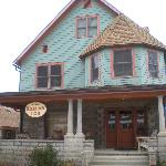 ‪Chestnut House Bed & Breakfast‬