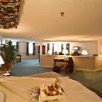 ‪Westford Regency Inn‬