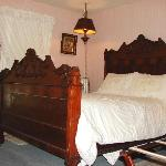  Antique Double Bed with Ensuite bath