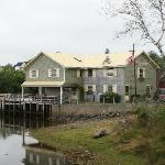 Photo de McLaughlin's Wharf Inn
