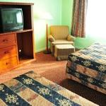  Red Carpet Inn &amp; Suites, Lively, ON - Double