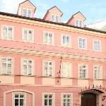 Hotel exterior - historical building (44056979)