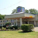 Motel 6 Evansville (4321 Us-41 North.)