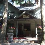 Entrance to Lakeside Inn