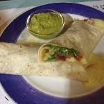  Burrito de jamn, queso, tomate y guacamole.
