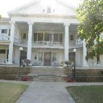 The front of Seelye Mansion