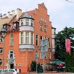  Aussenansicht Hotel von der Strasse
