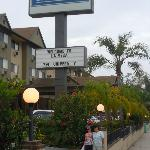Entrance to Travelodge La Mesa