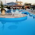 Venus Beach Gerani pool bar