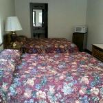  2 queen bedroom