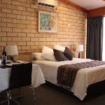 Spa Apartment Accommodation Kalgoorlie []