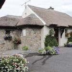 ‪Cloch na Scith Thatched Cottage‬