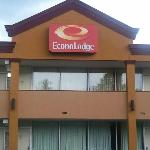 New EconoLodge Updating Hotel