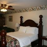 Susan's Cottages Bed and Breakfast resmi