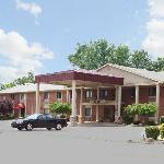 Bluffton Inn and Suites resmi
