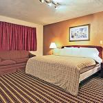 Photo de Econo Lodge Inn & Suites Warren
