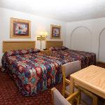 NDNorth Country Inn Mandan Bed