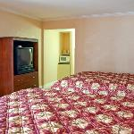 VATowne Motel Alexandria Bed