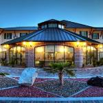 BEST WESTERN PLUS Swiss Chalet Hotel & Suites