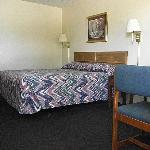Фотография Glen Rose Inn & Suites