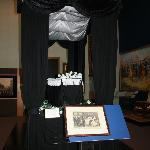 replica of Lincoln lying in state