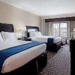 Holiday Inn Express guestroom near Fayetteville Bo