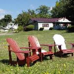 Adirondackchairs with the motel on te background