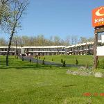 Econo Lodge Inn &amp; Suites White Haven