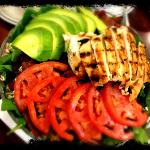 grilled chicken spinach salad with avocado