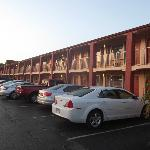 Foto de Econo Lodge  Inn & Suites Maingate Central