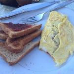  egg omelet and toast