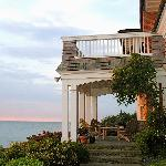Cliff Walk Cottage on The Sea