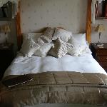 Very nice and comfortable 4 poster bed
