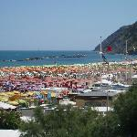  Spiaggia Gabicce con Gabicce monte