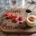 special touch! happy anniversary pudding