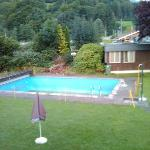  vista giardino piscina vuota sporca
