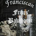  Friars&#39; Front Window