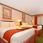 Deluxe Double Queen Room