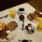  Compimentry Full Breakfast