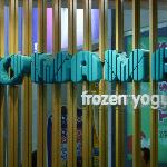 Yo Ma Ma Frozen Yoghurt - Shop sign