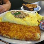 The 8-egg sausage omelette and humongous hash!