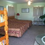  Large room with two Queen beds and bunk bed