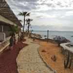 villas - path to the restaurant and bar
