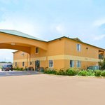 ‪Americas Best Value Inn & Suites Smithville‬