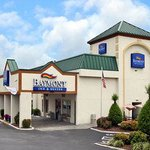 Baymont Inn &amp; Suites Greensboro / Coliseum